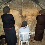 Women praying in the Western Wall tunnels by David Shankbone (Wikipedia)